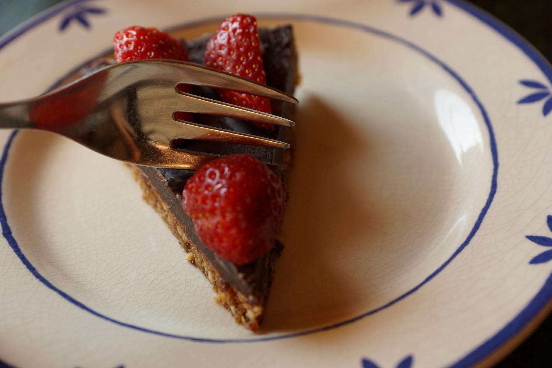 Raw Vegn Chocolate Straberry Birthday Cake