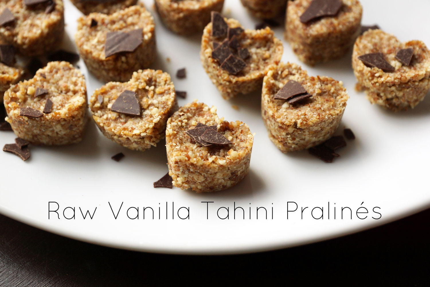 Raw Vanilla Tahini Pralines | Raw snacks