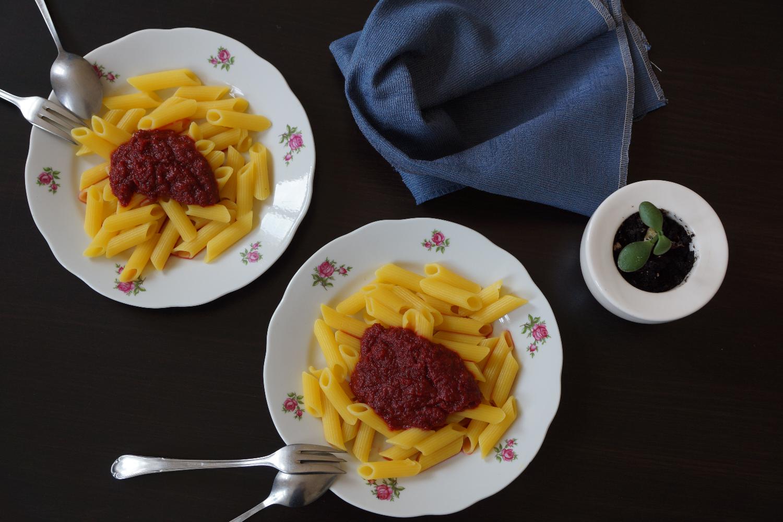 Noodles with a Beetroot sauce (Vegan, Gluten free) | Pasta mit rote Beete (vegan, glutenfrei)