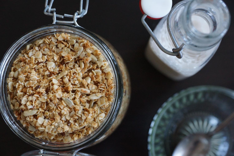 5 Ingredient Muesli (glutenfree, refined sugar free) | 5 Zutaten Müsli (Glutenfrei, ohne raffinierten Zucker)