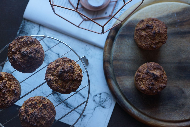 apple muffins with a chocolate center | apfelmuffins mit schokoladenkern