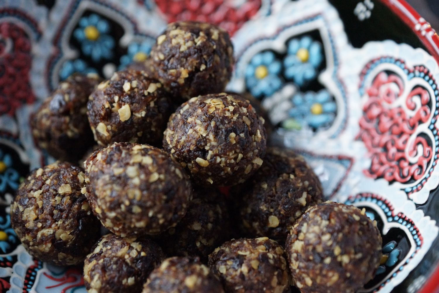 Plum Bliss Balls // Pflaumen Bliss Balls